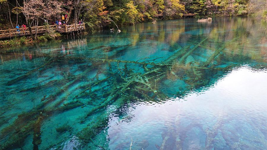 秋日九寨沟的水色童话